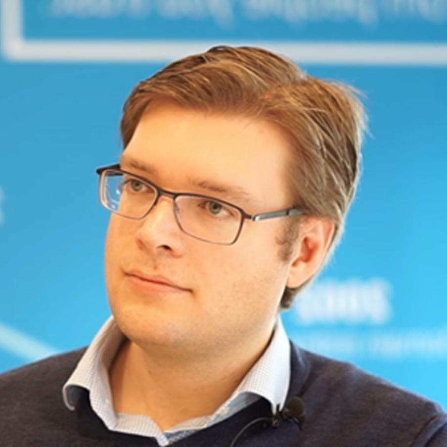 Fotografía de Johannes Beus, fundador y CEO de la herramienta SEO SISTRIX